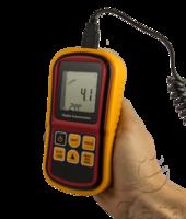 anemómetro con sonda extensible para medir la velocidad del viento